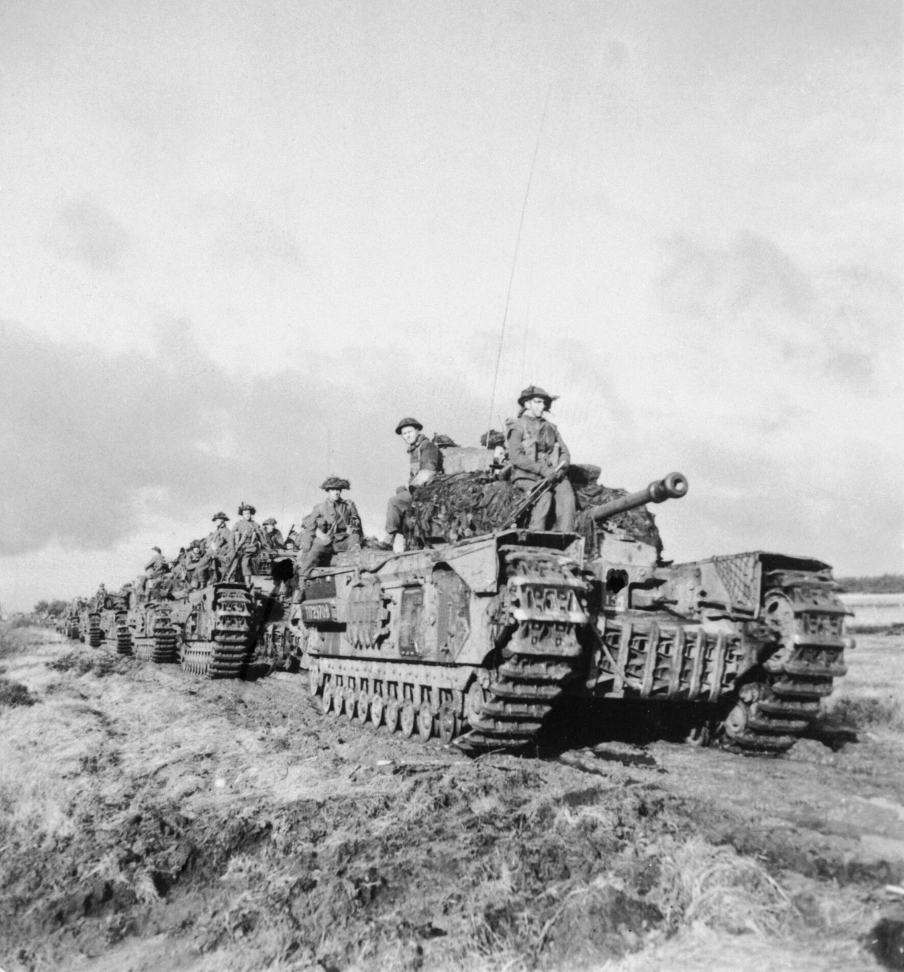 3 Scots Guards - Churchill tks w inf 2A&SH adv nr Beringe, Holland, 22 Nov 44 - B12026 [Norris] kopie 2